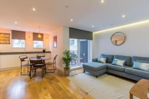 Super Central 2 Bedroom Flat with Balcony Zone 1! - Shoreditch