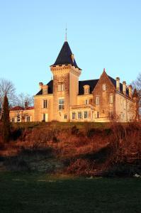 Location gîte, chambres d'hotes Chambres d'Hôtes Château de Bellevue dans le département Charente 16