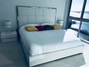 Amazing 2/2 In Iconic Hotel Residences With Spectacular Views, Apartmanok  Miami - big - 10