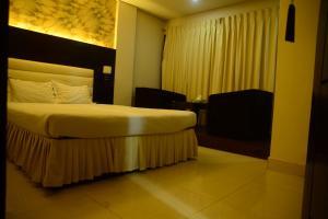 Royal Living Hotel & Suits, Hotel  Chittagong - big - 11