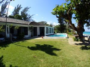 Siesta Four Bedroom Villa - Runaway Bay