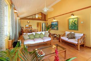 Baywatch and Siesta Ten Bedroom Villa - Runaway Bay