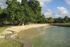 A Summer Place Four Bedroom Villa - Runaway Bay