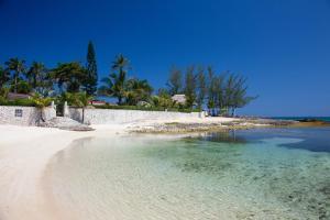 Seven Seas Four Bedroom Villa - Runaway Bay