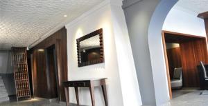 Hotel Ahdoos, Отели  Сринагар - big - 18