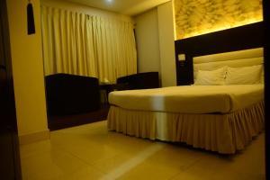 Royal Living Hotel & Suits, Hotel  Chittagong - big - 4