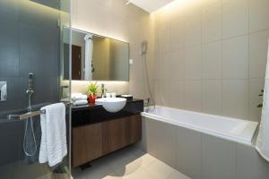 Christina's Hanoi - Lancaster City Living, Apartments  Hanoi - big - 50