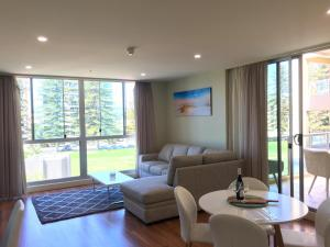 Beachside Luxury 2 Bedroom Getaway - Adelaide