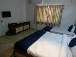 28, Paras Bunglows, Guest houses  Ahmedabad - big - 3