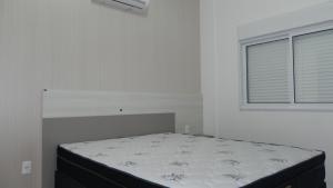 Lindo Apartamento de 3 Suites próximo ao Mar, Apartmány  Bombinhas - big - 3