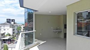 Lindo Apartamento de 3 Suites próximo ao Mar, Apartmány  Bombinhas - big - 8