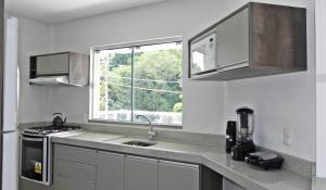 Lindo Apartamento de 3 Suites próximo ao Mar, Apartmány  Bombinhas - big - 11