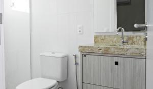 Lindo Apartamento de 3 Suites próximo ao Mar, Apartmány  Bombinhas - big - 12