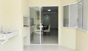Lindo Apartamento de 3 Suites próximo ao Mar, Apartmány  Bombinhas - big - 13