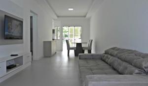 Lindo Apartamento de 3 Suites próximo ao Mar, Apartmány  Bombinhas - big - 14