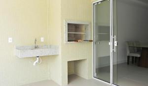 Lindo Apartamento de 3 Suites próximo ao Mar, Apartmány  Bombinhas - big - 16
