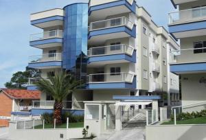 Lindo Apartamento de 3 Suites próximo ao Mar, Apartmanok  Bombinhas - big - 1