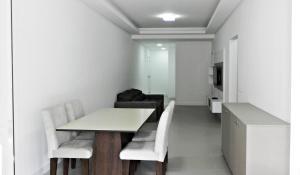 Lindo Apartamento de 3 Suites próximo ao Mar, Apartmány  Bombinhas - big - 22