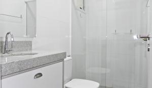 Lindo Apartamento de 3 Suites próximo ao Mar, Apartmány  Bombinhas - big - 23