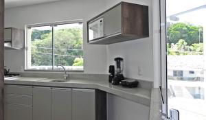 Lindo Apartamento de 3 Suites próximo ao Mar, Apartmány  Bombinhas - big - 29