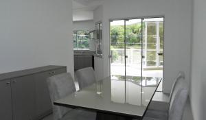 Lindo Apartamento de 3 Suites próximo ao Mar, Apartmány  Bombinhas - big - 30