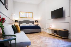 Gold Apartment