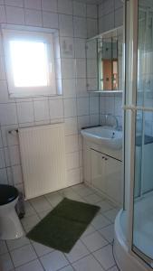 Ferienhaus Klabautermann, Apartments  Hage - big - 4