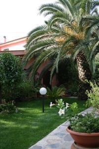 Elbaloves Appartaments Villa - AbcAlberghi.com