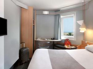 Hôtel Ibis Nice Aéroport Promenade des Anglais - Hotel - Nice