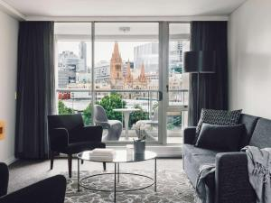 Melbourne Hotels with a Kitchen - Book