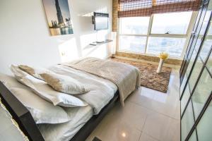 Lake Point High Floor Skyline Apartment - Dubai