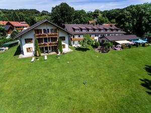 Landhotel Huber am See - Degerndorf