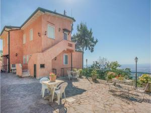 Seven-Bedroom Holiday Home in Rocca di Papa RM - AbcAlberghi.com