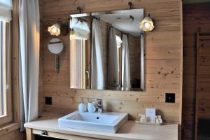 Chesa Staila Hotel - B&B, Bed & Breakfasts  La Punt-Chamues-ch - big - 79