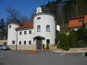 Zámeček Pod Hradem, Szállodák - Starý Jičín