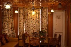 Kaisar, Hotely  Šrínagar - big - 27