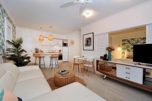 Retro Port Douglas Apartments