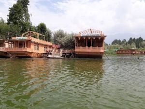 Houseboat Palace Heights, Szállodák  Szrínagar - big - 24