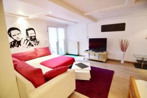 Apartments Koln Rath Mit Garten Und Pool Cologne Germany