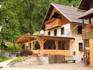 Slovenian Traditional Guest House - Hotel - Begunje na Gorenjskem