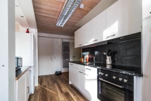 Ula's Holiday Apartments, Apartmanok  Beatenberg - big - 18