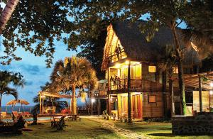 Casa Maravilla Eco Lodge & Beach