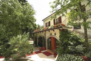 Albergo La Ginestra - AbcAlberghi.com