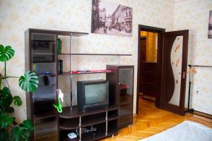 Hrushevsky Apartment Near The Theater, Apartmanok  Ternopil - big - 34