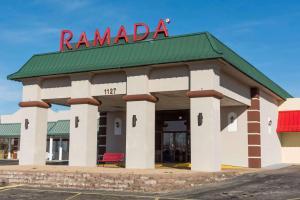 Ramada by Wyndham Mountain Home - Hotel