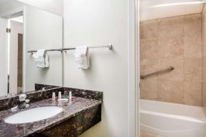 Ramada by Wyndham Ely, Hotels  Ely - big - 29