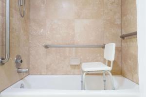 Ramada by Wyndham Ely, Hotels  Ely - big - 32
