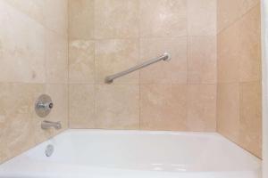 Ramada by Wyndham Ely, Hotels  Ely - big - 38