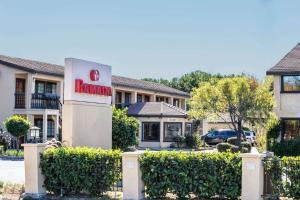 Ramada by Wyndham Mountain View, Hotel  Mountain View - big - 25