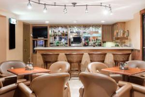 Ramada by Wyndham Ely, Hotels  Ely - big - 47